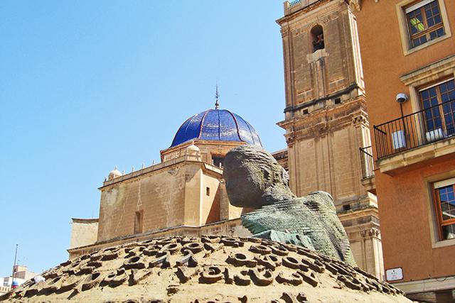 Escultura mujer Basílica Santa María Elche