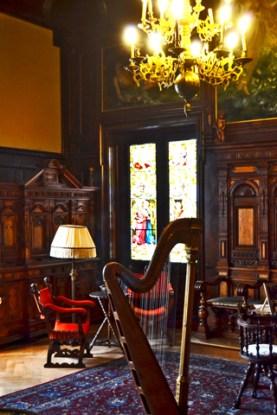 Arpa madera sala interior Castillo Peles Rumanía