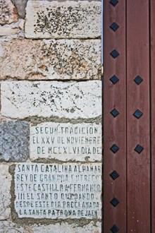 Placas piedra muros Castillo Santa Catalina Jaén