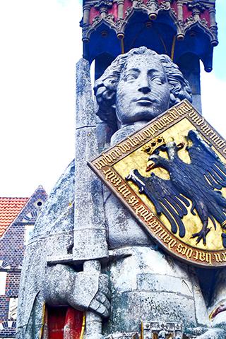 Escultura Rolando escudo águila plaza Mercado Bremen