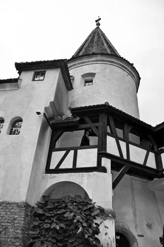 Blanco y negro torre Castillo Bran Drácula Rumanía