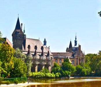 Castillo Vajdahunyad lago Budapest