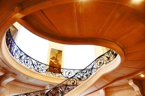 Escalera espiral modernista interior Petit Palais Pari