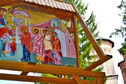Mosaico color madera entrada Monasterio Snagov Rumanía