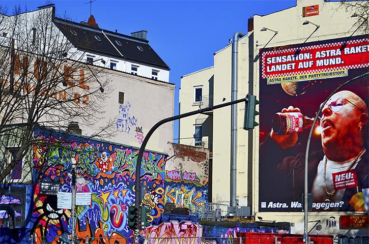 Grafitis anuncio bebida paredes St Pauli Hamburgo