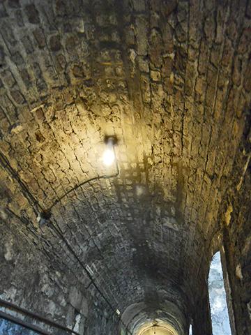 Bombilla luz pasillo cárcel Kilmainham Gaol Dublín