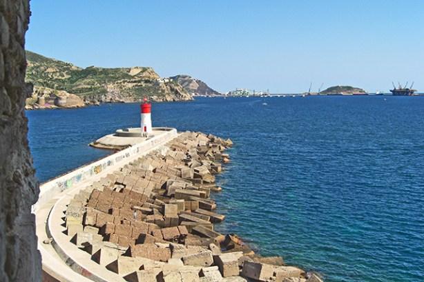 Vistas de la Bahia de Cartagena y el Faro desde el Fuerte de Navidad