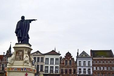 Estatua Vrijdag Markt Gante Bélgica