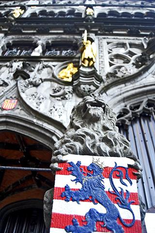León escudo Iglesia de la Sangre Derramada Brujas