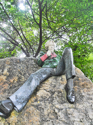 With Oscar Wilde in Merrion Square