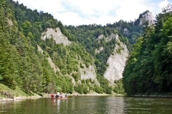 Balsa troncos madera río Dunajec vistas barrancos Polonia