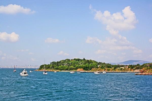 Vistas mar de mármara barcos aguas Buyukada Turquía