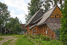 Jardín cuidado casas tradicionales madera Zakopane Polonia