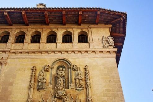 Escultura fachada antiguo Hospital Plaza de la Seu Xàtiva