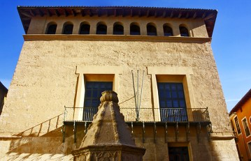 Font de la Trinitat Palau d'Alarcon centro histórico Xàtiva Valencia