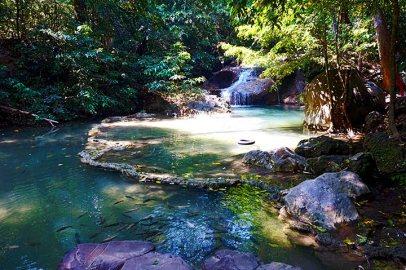 Cascada primer nivel Parque Nacional Erawan Tailandia