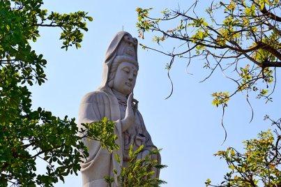 Buda blanco mano dedo templo chino Kanchanaburi