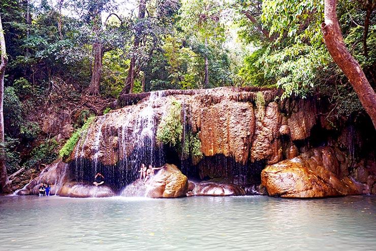 Cascadas de Erawan agua cayendo Tailandia