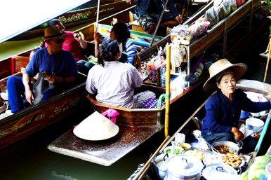 Ventedora tailandesa barco Mercado flotante Damnoen Saduak