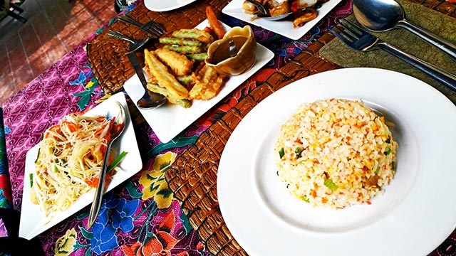 Comida tailandesa restaurante buffet carretera Lopburi