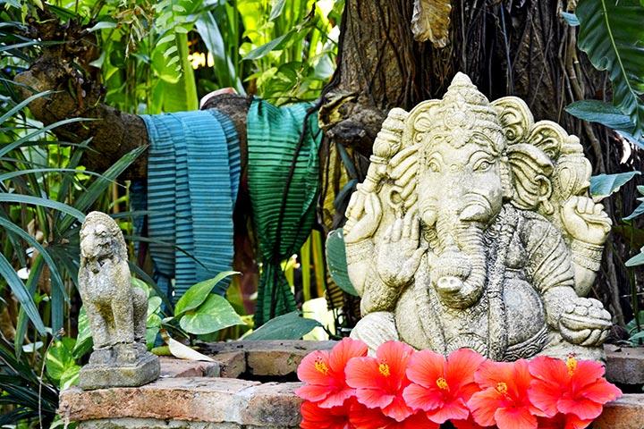 Escultura Ganesha fuente jardín Tailandia