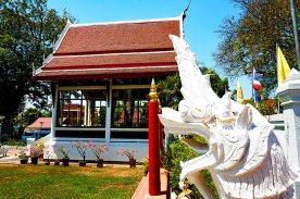 Cabeza dragón templo tailandés Lampang Tailandia