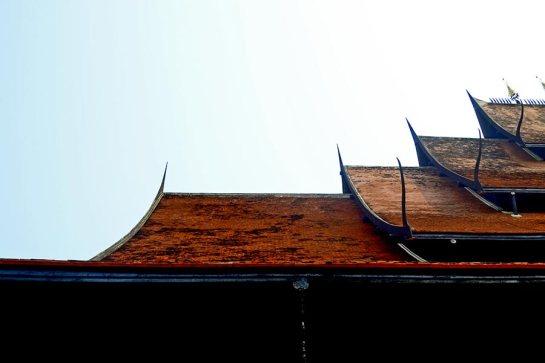 Tejado niveles madera de teca Casa Negra Chiang Rai