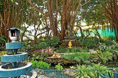 Mini templo buda bronce Templo Blansco Chiang Rai