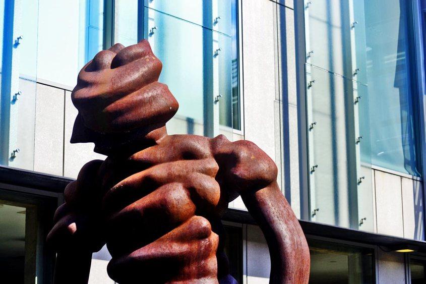 Escultura alambre entrada Museo Boijmans Van-Beuningen Rotterdam