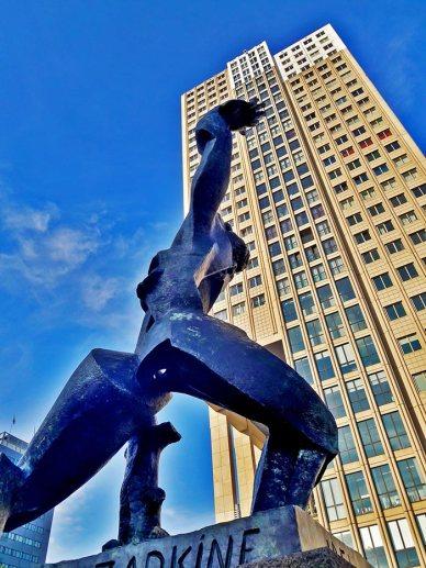 Estatua Anastasaki puerto Rotterdam