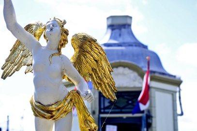 Ángel dorado estatua palacio Zaanse Schans