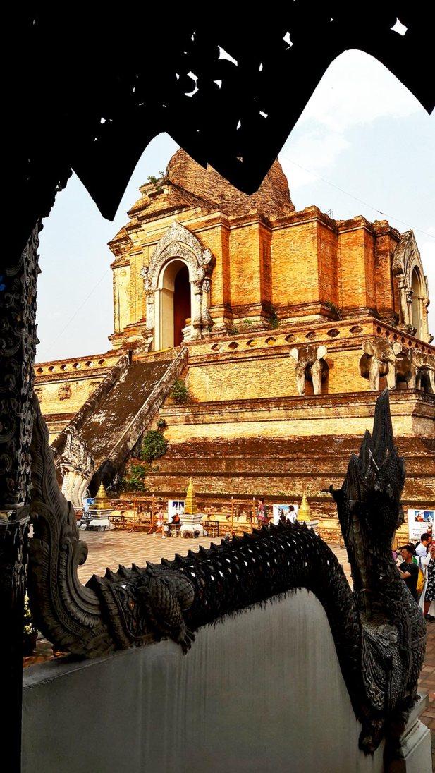 Dragón marco tenplo Wat Chedi Luang Chiang Mai