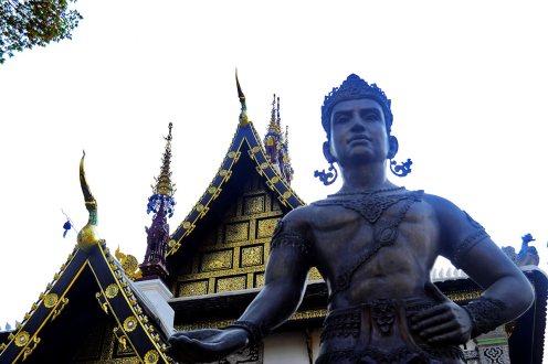 Estatua guardián entrada wat Chiang Mai