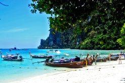 Long tail boat playas Islas Phi Phi Tailandia