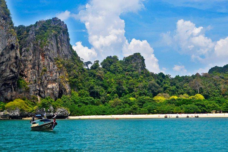 Panorámica playas paraíso long tail boat montañas vegetación 4 islands