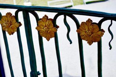Flores metal oro decoración balcón modernista Palacio Chino Drottningholm Suecia