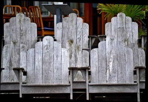 Sillas madera restaurante Fjaderholmarna Suecia