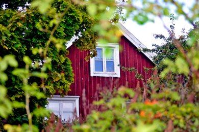 Fachada ventana casa madera roja vivienda isla Fjaderholmarna Suecia