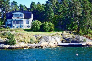 Villa elegante bosque islote Grinda archipiélago Estocolmo Suecia