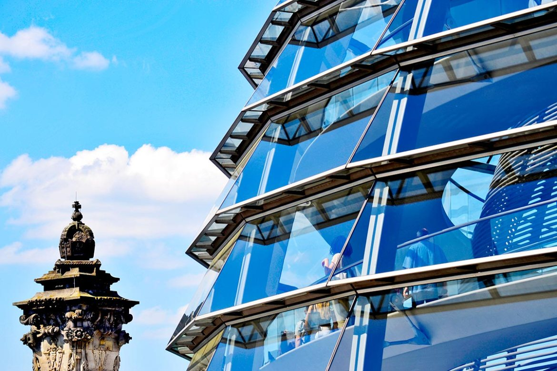 Visitante cúpula esfera cristal Norman Foster Reichstag Berlín