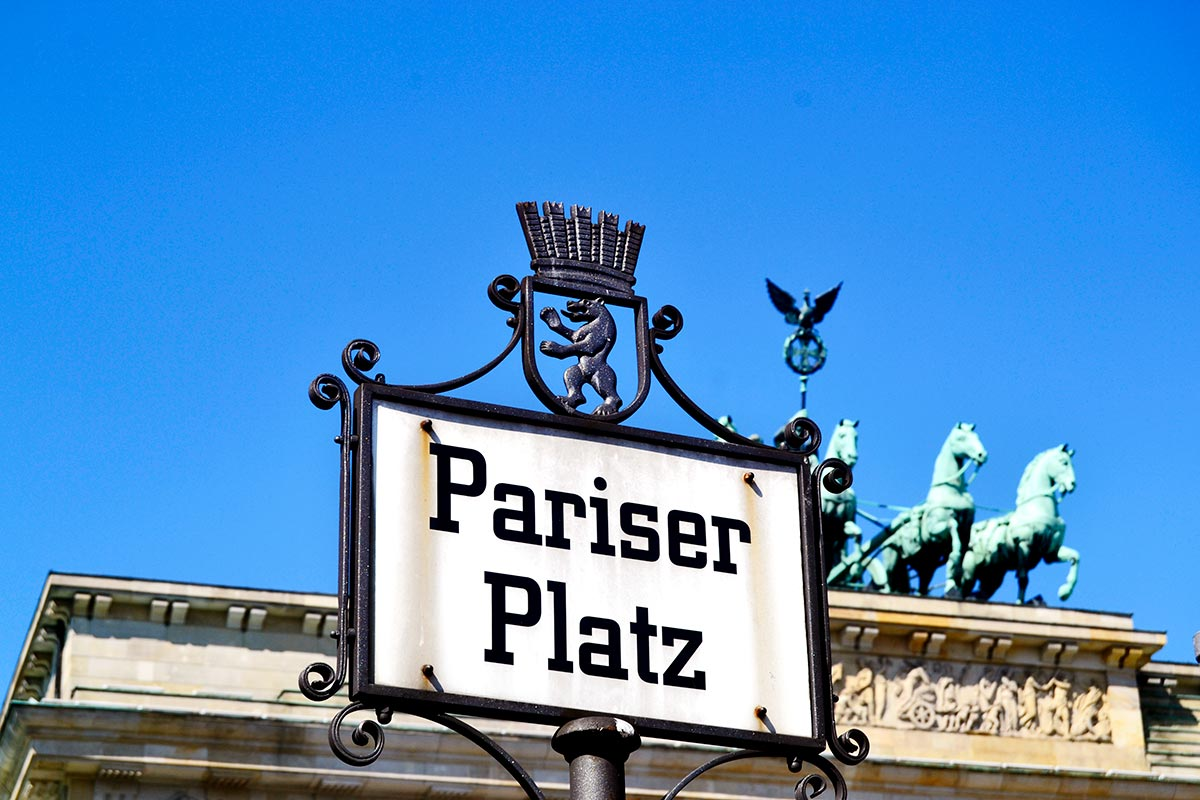 Placa Plaza París Puerta Brandemburgo centro histórico Berlín