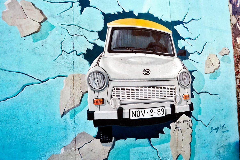Mural graffiti Trabant pruebe el resto East Side Gallery Berlín