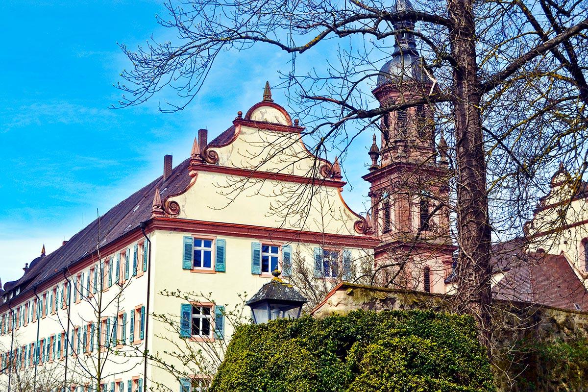 Fachada monasterio benedictino jardín Gengenbach