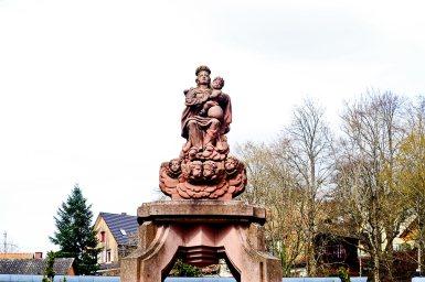Escultura virgen niño mirando cielo monasterio benedictino Gengenbach
