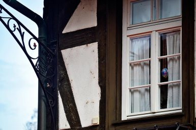 Centana huevo pascua colores decoración detalle fachada casa típica alemana Gengenbach
