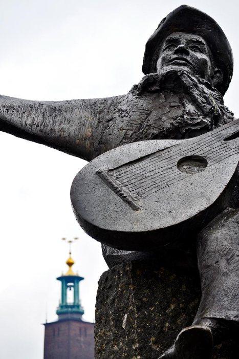 Escultura Evert Taubes Terras Riddarfjärde ayuntamiento Estocolmo