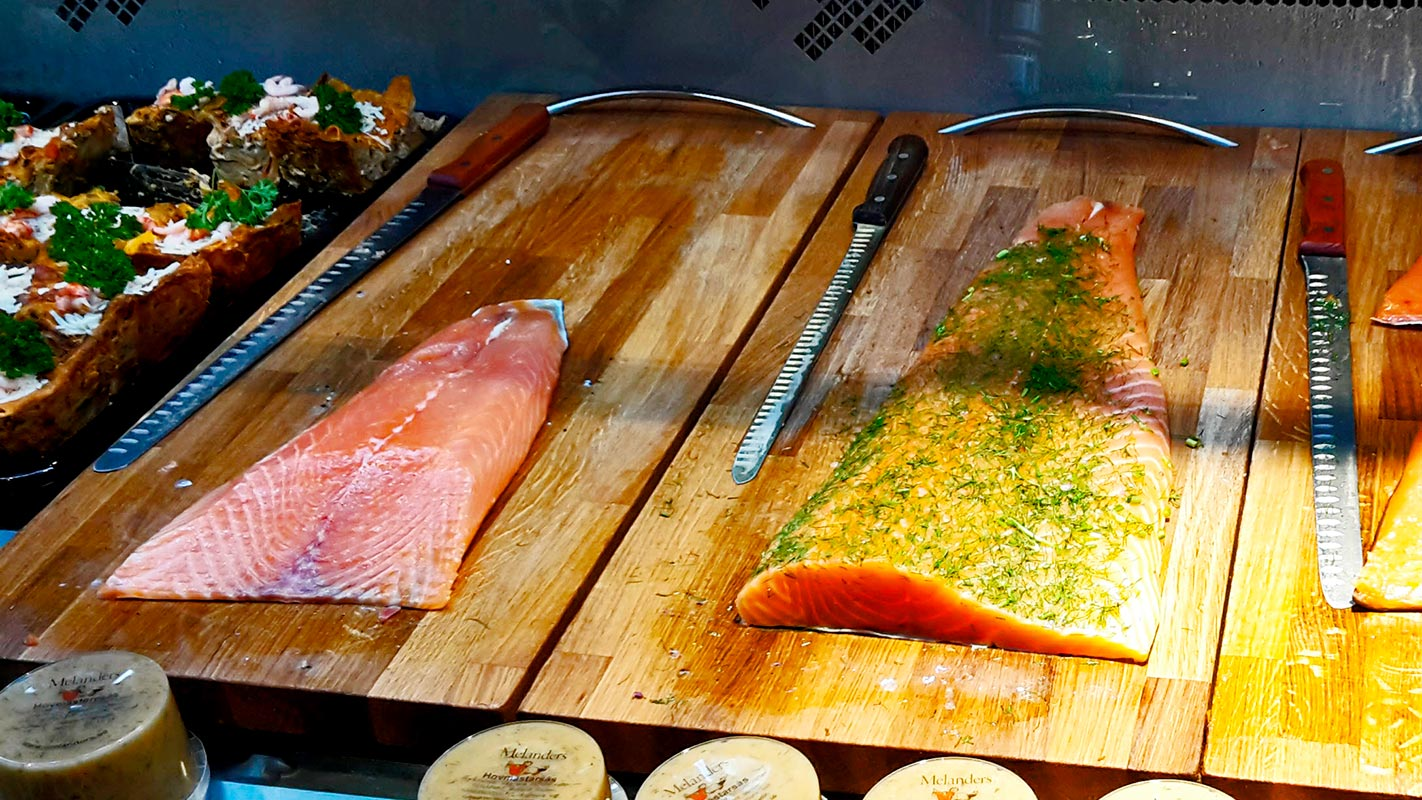 Salmón ahumado cuchillos mercado central Estocolmo