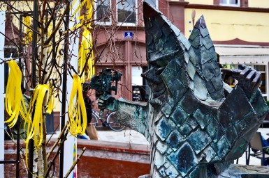 Escultura bufón cine piedra caliza centro histórico Offenburg Alemania