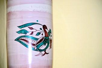 Orinal cerámica decoración pavo real Museo del orinal Ciudad Rodrigo Salamanca