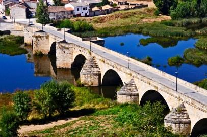 Vistas puente antiguo romano piedra río Águeda Ciudad Rodrigo Salamanca
